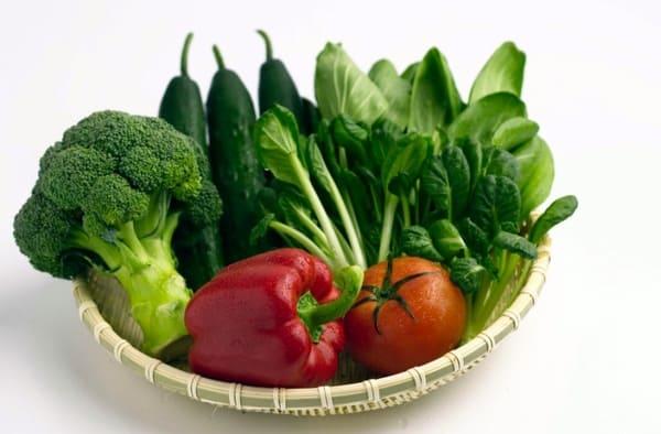 Bổ sung nhiều rau xanh và hoa quả.